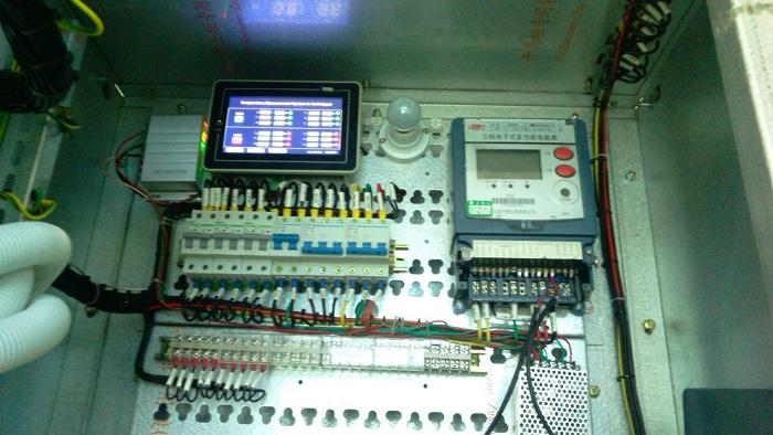 安装有声表测温装置的电力设备