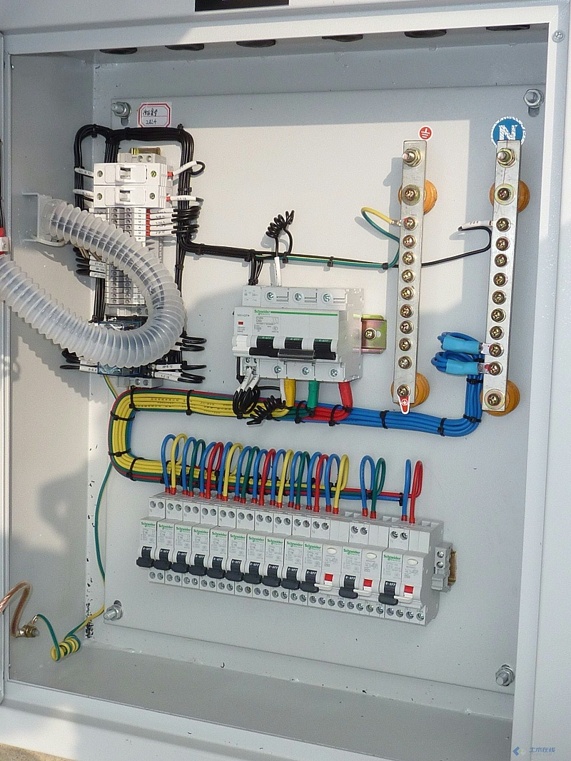 端子柜内部线路复杂,容易受到潮气侵蚀