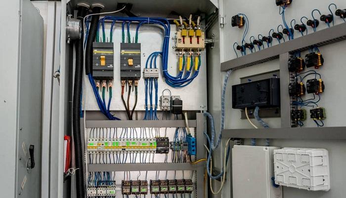 目前的电力设备,内部均结构精密复杂