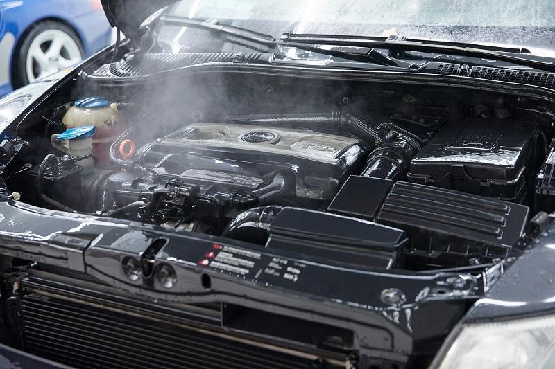 车子发动机冒烟