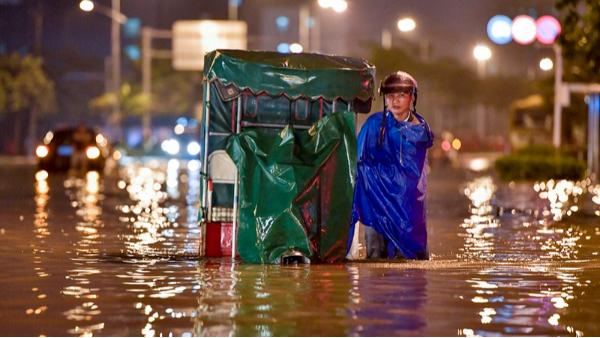 夏季城市内涝道路积水如何破解?防汛挡板给答案!