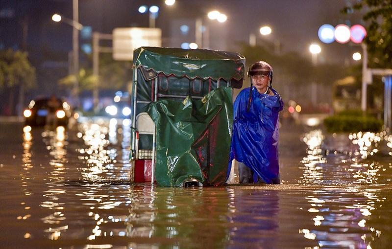 海南城市内涝、暴雨如注成为一片泽国
