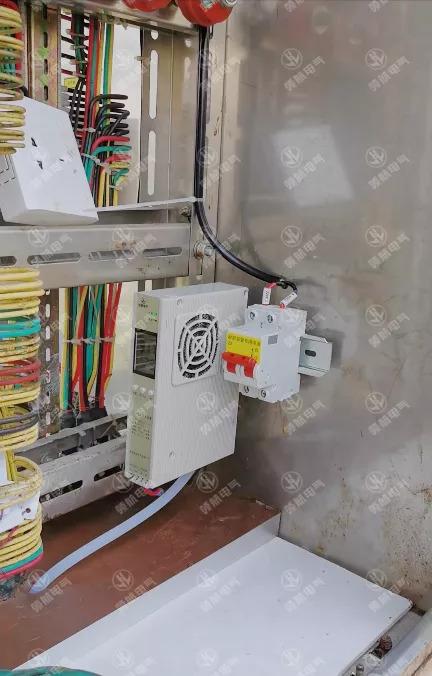 端子箱内部安装智能除湿装置