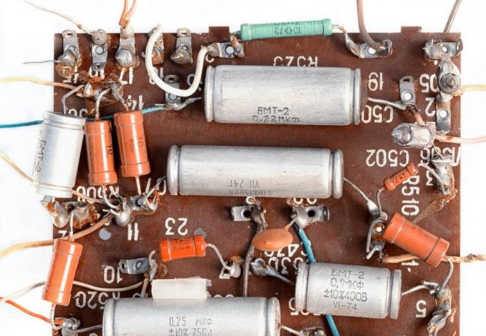 老式手工焊接芯片有很多电阻,