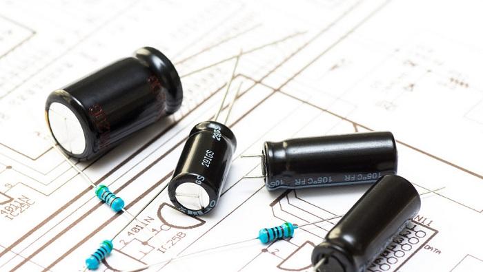 几个电容器和电阻器