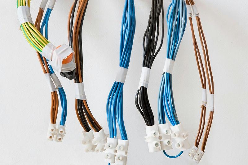 多条电缆线