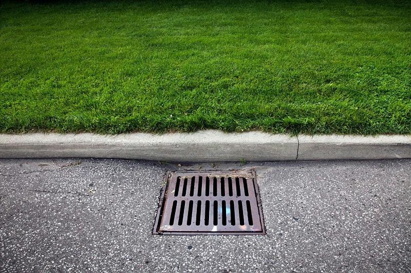 城市下水井盖实拍