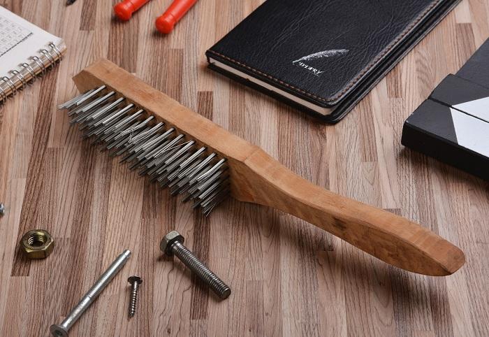 钢丝刷曾在早期作为轮船除锈的工具之一