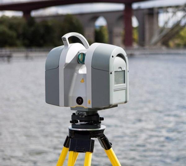 图为三维激光扫描仪,在今年的防洪上起到了重要的作用