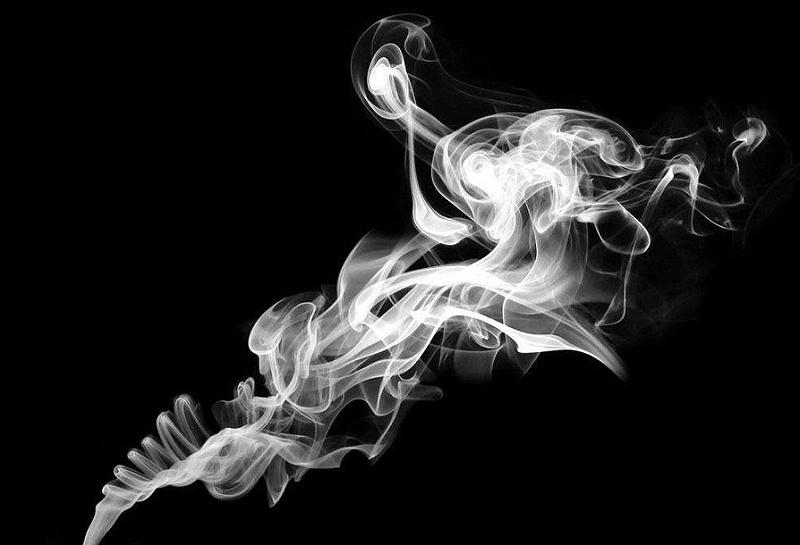 烟雾缭绕,是火灾爆发的前兆之一
