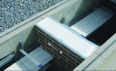 超过100m的电缆沟或电缆隧道等处均应设置防火墙