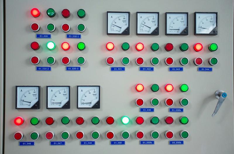 某现代企业工厂监控仪表正面图