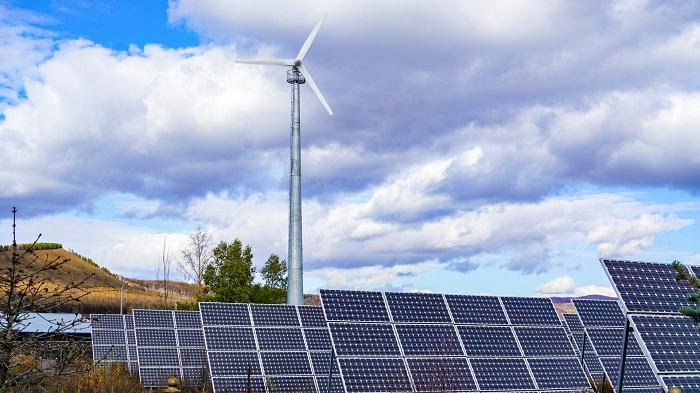 太阳能发电和风力发电用途日趋广泛