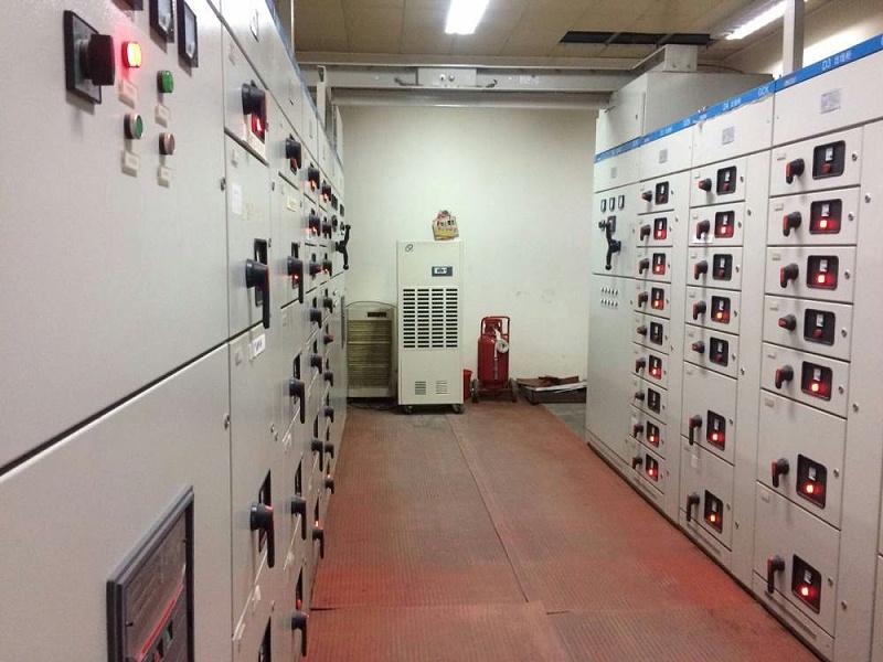 位于地下的一家配电房
